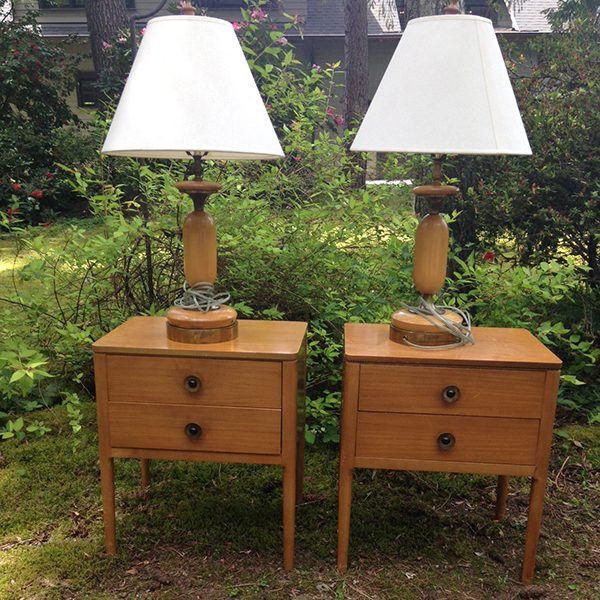 Two lamps & table